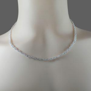 dreifach Silber Kette am Hals